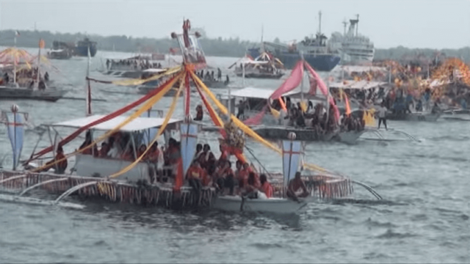 Fluvial procession Jan. 14 2012 YouTube4