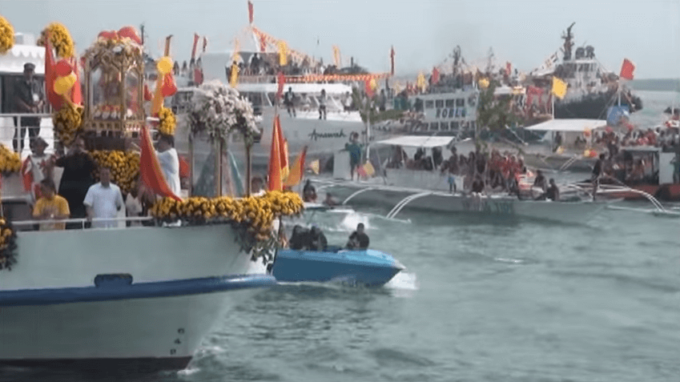 Fluvial procession Jan. 14 2012 YouTube5